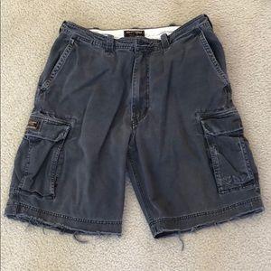 Back/charcoal cargo shorts
